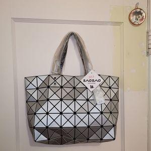 🆕3 dimensional bag in silver